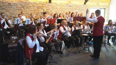 """Der Musikverein """"Harmonia Holsthum""""  mit traditioneller Musik sorgte für gute Stimmung"""